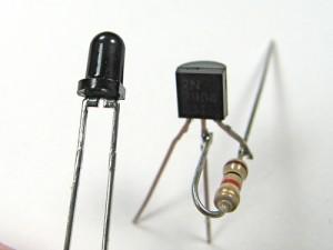 Припаиваем к транзистору и резистору - фототранзистор