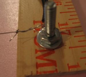 обвязать концы струн
