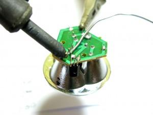 Как смастерить фонарик, который работает на воде