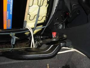 Установка инвертора под сиденье-3