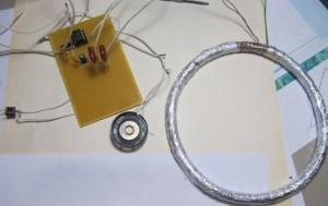 Провод, идущий от катушки, подключают к «минусу» на текстолите