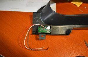 Встраиваем цифровой вольтметр в панель приборов