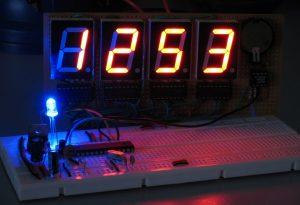 Arduino часы со светодиодным индикатором секунд голубого цвета
