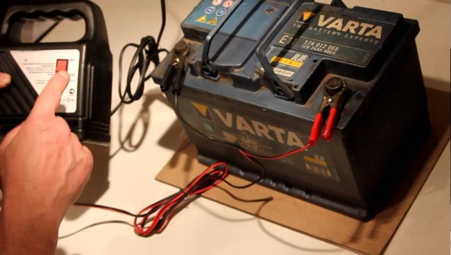 Аккумулятор быстро берет зарядку